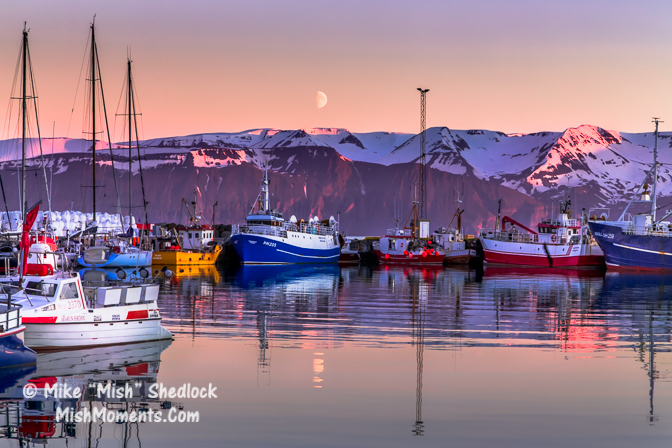 husavik-ships-in-harbor-moonset-north-iceland-51